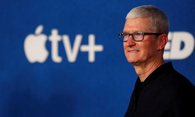 "Timas Cookas, ""Apple"" CEO.  Mario Anzuoni (""Reuters"" / ""Scanpix"") nuotr."