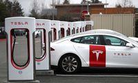 """""""Tesla"""" nusitaikė į naują pajamų šaltinį – atvers """"Supercharger"""" tinklą"""