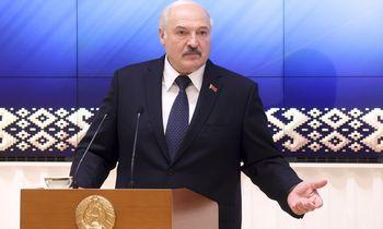 ES Minsko veiksmus palygino su prekyba žmonėmis, grasina sankcijomis