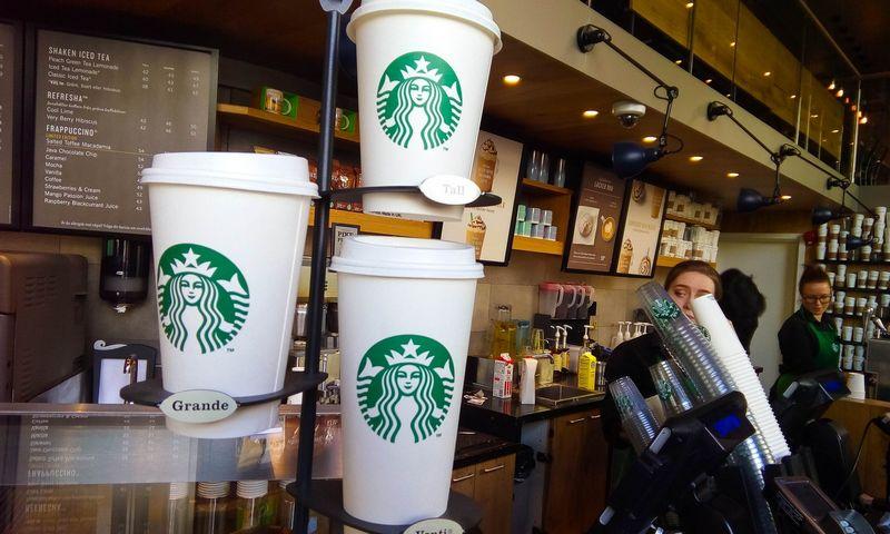 """""""Starbucks"""" kavinė Stokholme. Vladimiro Ivanovo (VŽ) nuotr."""