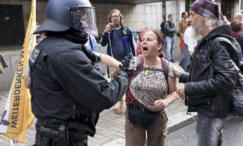 Berlyne į gatves išėjo šimtai protestuotojų, įvyko susidūrimų su policija