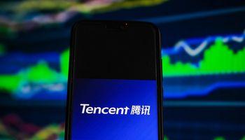 """Po kritikos Kinijos valstybinėje spaudoje interneto žaidimų milžinės """"Tencent"""" akcijų vertė krito 10%"""