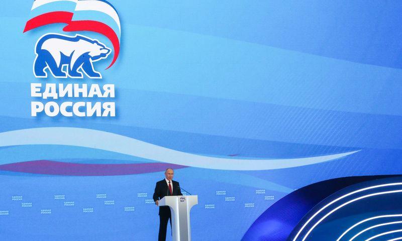 """Vladimiras Putinas valdančiosios partijos """"Vieningoji Rusija"""" kongrese birželį. Sergei Karpukhin (TASS/""""Scanpix"""") nuotr."""