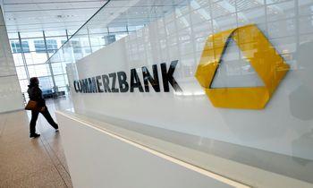 """Restruktūrizavimą įgyvendinantis """"Commerzbank"""" ketvirtį baigė nuostolingai"""