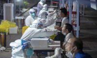 Kinijoje – didžiausias per pusmetį COVID-19 atvejų prieaugis