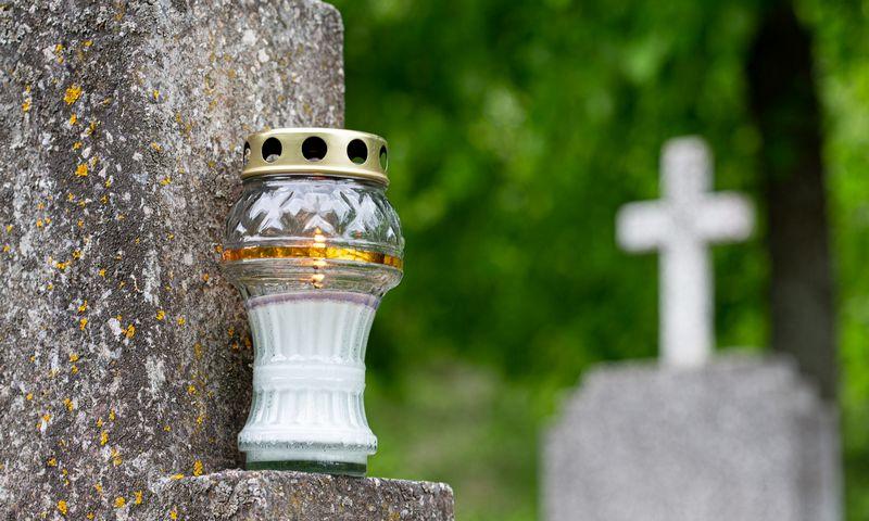 Žvakutė kapinėse. Juditos Grigelytės (VŽ) nuotr.