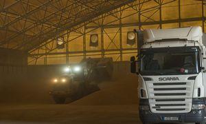 Grūdų sezonas: keliuose daugiau sunkvežimių, LTG mobilizavo vagonų arsenalą