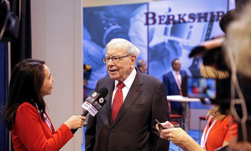 """""""Berkshire Hathaway"""" ir jos valdybos pirmininkas Warrenas Buffettas pastaruoju metu labiau pardavinėjo akcijas nei pirko. Scotto Morgano (""""Reuters"""" / """"Scanpix"""") nuotr."""