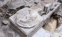 Naujausi atradimai tyrinėjant Didžiąją sinagogą – dekoruotos grindys, Toros rodyklė