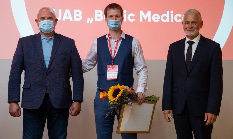 """Verslo žinių konferencija """"Gazelė"""" 2021, Klaipėdoje. Apdovanojama UAB """"Baltic Medica"""". Vladimiro Ivanovo (VŽ) nuotr."""