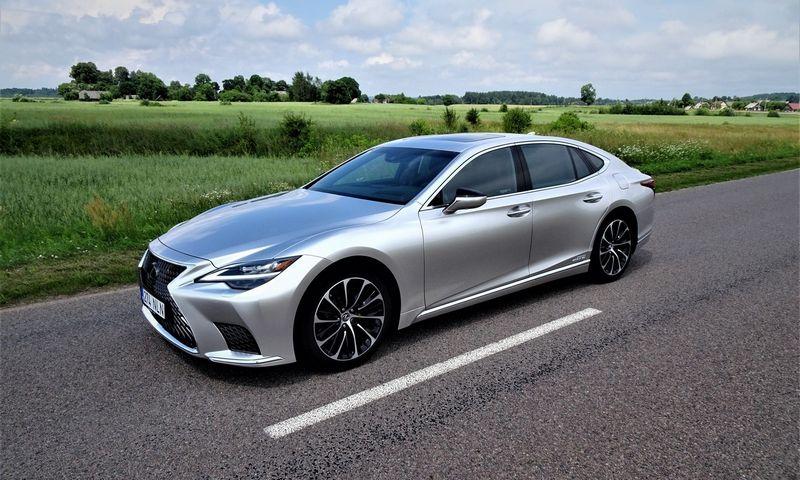 """Atnaujintas """"Lexus LS 500h"""". Lino Butkaus (VŽ) nuotr."""