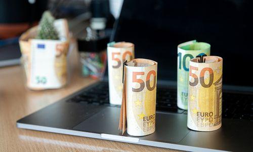 Minimalią algą siūloma didinti bemaž šimtu eurų
