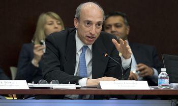 """SEC vadovas ragina kriptovaliutų keityklas bendradarbiauti """"vardan išlikimo"""""""