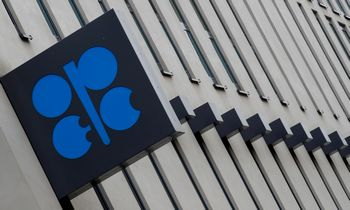 OPEC+ susitarė toliau laikytis naftos gavybos apimčių didinimo plano