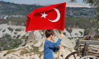 Po centrinio banko komentarų Turkijos lira nėrė žemyn