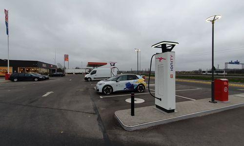 Iki įkrovos stotelės toliausiai ES tenka važiuoti Lietuvos elektromobilių savininkams