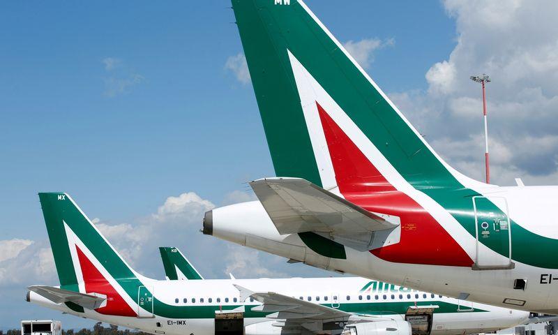"""""""Alitalia"""" lėktuvai. """"Reuters""""/""""Scanpix""""/Remo Casilli nuotr."""
