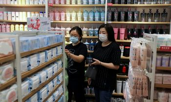 Mažmeninės prekybos apyvartos, pramonės gamybos augimas Kinijoje sulėtėjo
