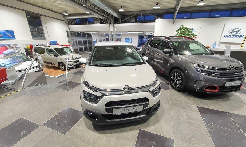 Automobilių prekybą stabdo užsitęsusios komponentų tiekimo problemos. Lino Butkaus (VŽ) nuotr.