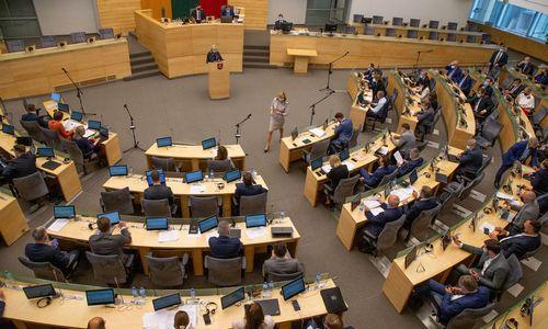 Seimas pritarė prezidento veto dėl susisiekimo įmonių pertvarkos