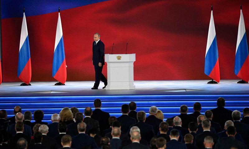 """Rusų nepasitenkinimas Vladimiru Putinu auga, tačiau alternatyvų nepaliekama. Alexanderio Nemenovo (AFP / """"Scanpix"""") nuotr."""