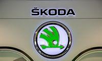 """""""Škoda"""" dėl lustų stygiaus savaitei stabdys dvi gamyklas Čekijoje"""