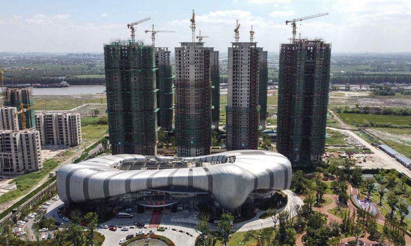 "Sustabdytas ""Evergrande"" projektas Kinijos Rytuose. Vivian Lin (AFP / ""Scanpix"") nuotr."
