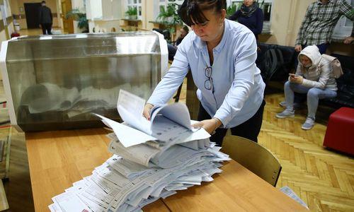 """Rusijos parlamento rinkimai – be staigmenų, pergalę rinkimų pažeidimų fone iškovojo """"Vieningoji Rusija"""""""