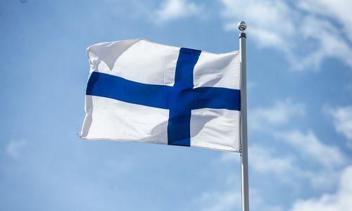 Nepaisant mažėjančių užsikrėtimų skaičiaus Suomijos parlamentas pritarė skiepų pasams