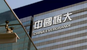 """""""Evergrande"""" vėluoja atsiskaityti su bankais"""