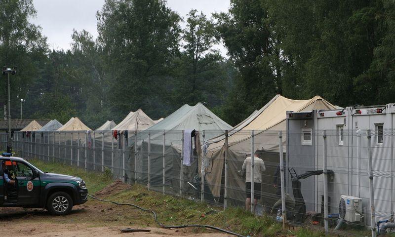 """Migrantų stovykla Rūdninkuose. Dariaus Mataičio (""""Scanpix"""") nuotr."""