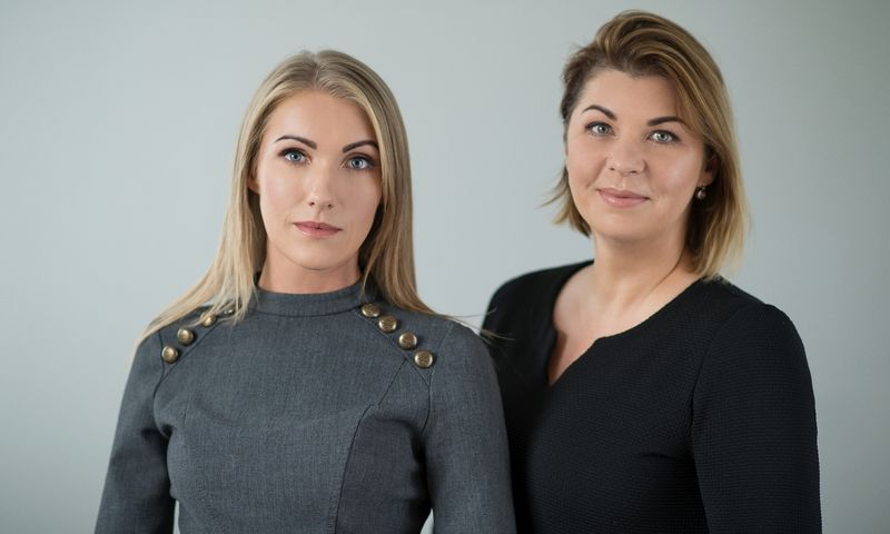 """Živilė Neimanaitė-Byčenkova (dešinėje) ir Raimonda Suduikienė, VšĮ """"Slauga jums"""" įkūrėjos. Bendrovės nuotr."""