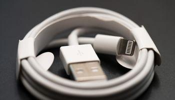 ESnoriįpareigoti telefonų gamintojus naudoti vienodas įkrovimojungtis