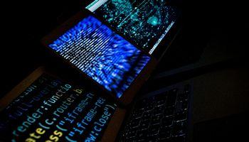 Kibernetinės atakos: didžiuosius puola per silpniausias tiekėjų grandis