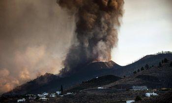 Dėl ugnikalnio išsiveržimo uždarytas La Palmos oro uostas
