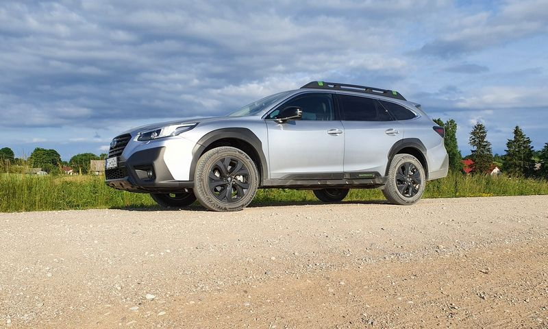 """""""Subaru"""" sugrįžo su nauju """"Outback"""" toliau saugoti savo rinkos nišos. Lino Butkaus nuotr."""