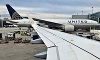 """""""United Airlines"""" atleis beveik 600 darbuotojų, kurie atsisako skiepytis nuo COVID-19"""
