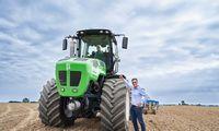 """""""Auga Group"""" sukūrė biometanu ir elektra varomą traktorių"""