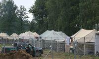 Migrantų stovyklavietėje Rūdninkuose per kratas VST pareigūnai buvo aptikę šaltųjų ginklų