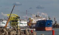 Iš Klaipėdos uosto išplaukiantis sausakrūvis kliudė stovinčius laivus
