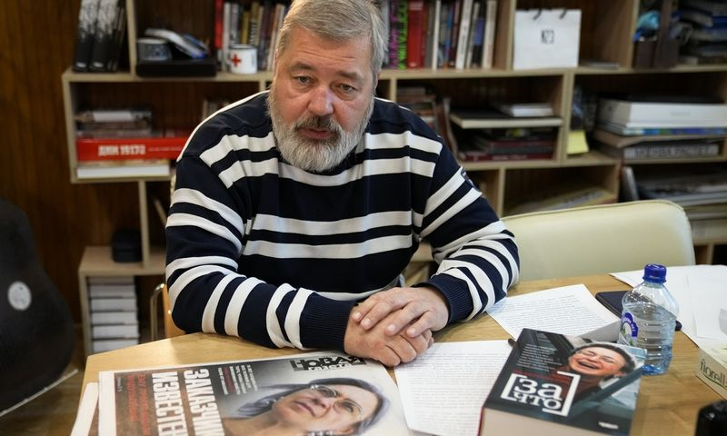 "Dmitrijus Muratovas, ""Novaja gazeta"" vyriausiasis redaktorius, Nobelio taikos premijos laureatas. Aleksandro Zemlianičenko (AP / ""Scanpix"") nuotr."