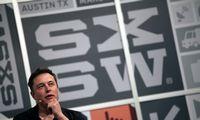 """E. Muskas iškelia """"Teslos"""" būstinę į Teksasą"""