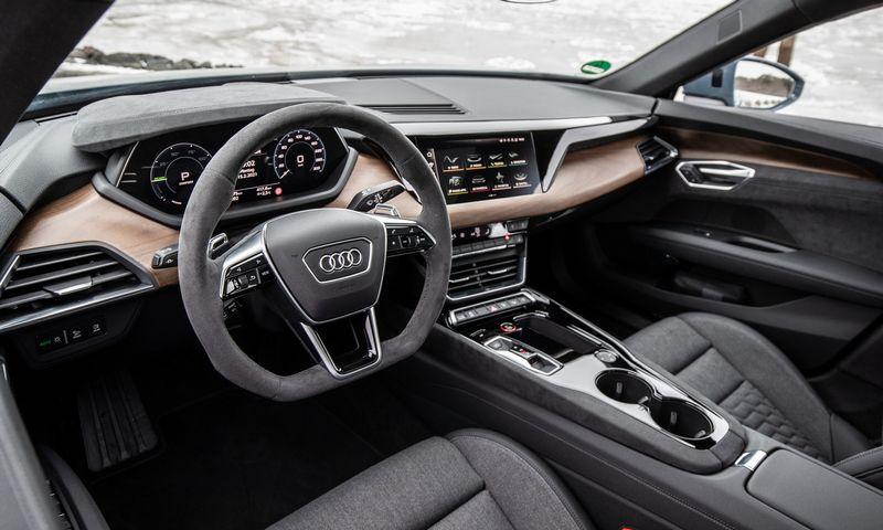 """""""Audi e-tron GT"""" salonas pristatomas kaip tvarių ir veganiškų medžiagų naudojimo pavyzdys. """"Audi AG"""" nuotr."""