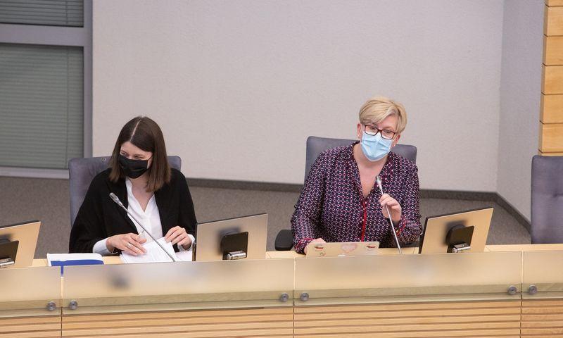 Biudžeto projektą Seimui pristatys finansų ministrė Gintarė Skaistė (kairėje) ir premjerė Ingrida Šimonytė. Vladimiro Ivanovo (VŽ) nuotr.