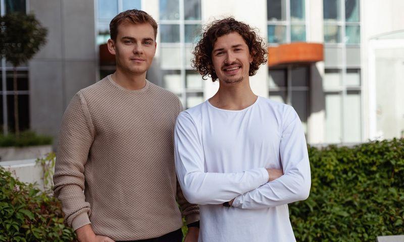 """Andrius Ratkevičius (kairėje) ir Simas Jarašūnas, """"Brite"""" įkūrėjai. Bendrovės nuotr."""
