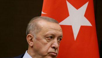 Turkijos prezidentui atleidus centrinio banko narius, lira fiksuoja rekordus