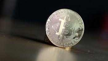 Bitkoinas perlipo 60.000 USD