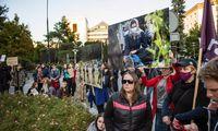 Lenkai protestuoja dėl migrantų atstūmimo nuo sienos