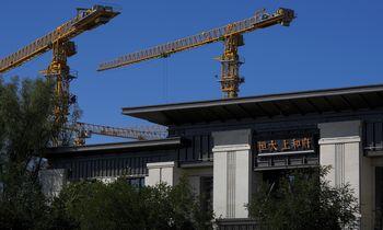 Kinijos NT ir statybos sektoriai susitraukė pirmą kartą nuo pandemijos pradžios