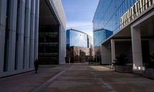 """""""Newsec"""": biurų pandemija neatpigino, viešbučiai skaičiuos išgyvenusius"""